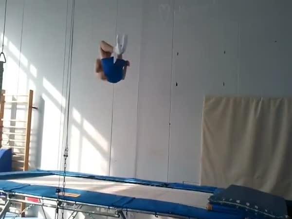 Borec - Akrobat a jeho trénink