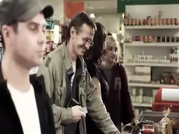 Nákup kondomů a trapas u pokladny