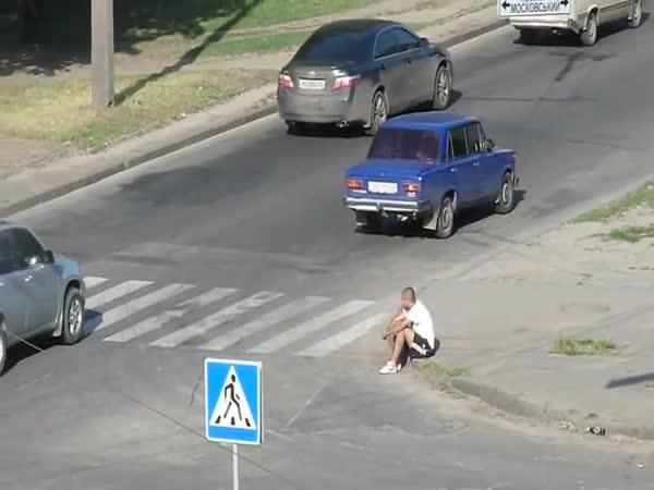 Vypnutí blázna na silnici