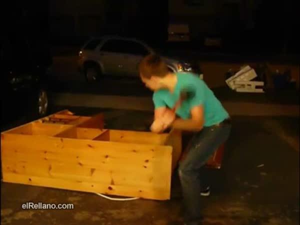 Idiot - gumovou paličkou