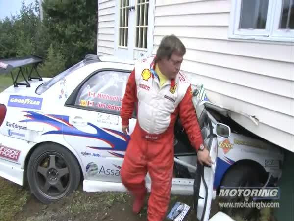Rally - Automobil vs. Dům
