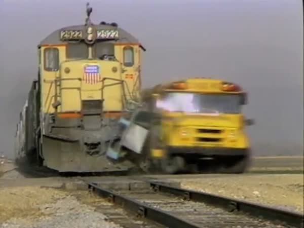Slow Motion - Vlak vs. autobus