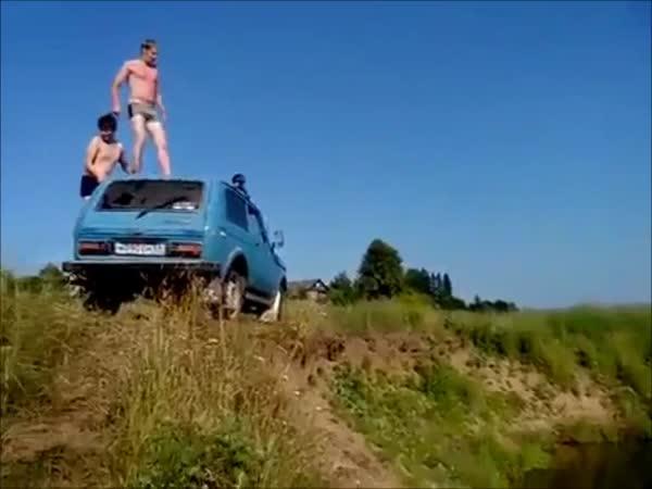 Blbec - Nepovedený skok do vody