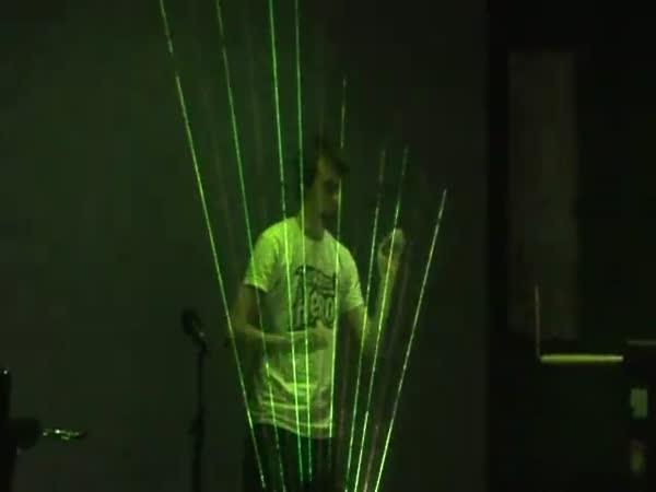 Hra na laserovou harfu