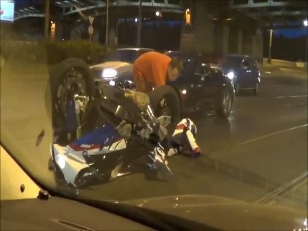 Chodec vs. motorkář