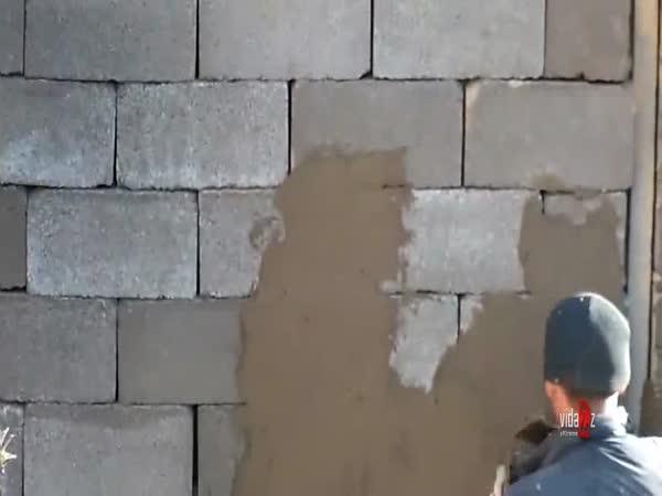 Stavba cihlové zdi bez malty