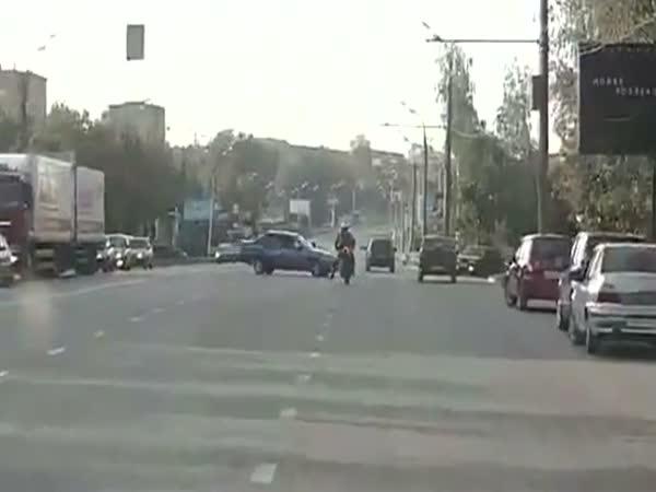 Motorkář - střet s autem