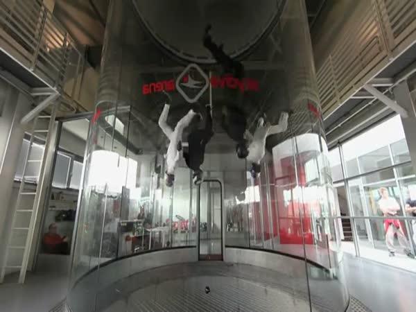 Akrobacie v aerodynamickém tunelu