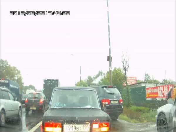 Nehoda - Motorkář spáč