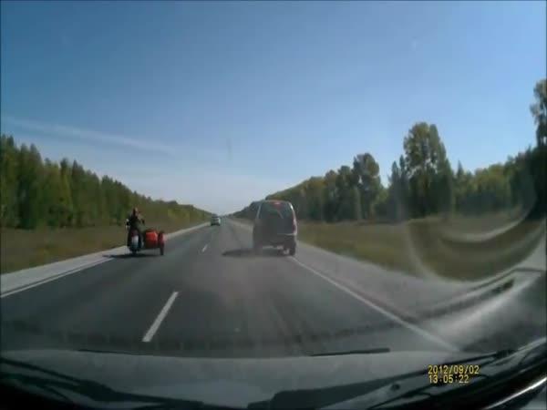 Nehoda - Postrčení motorkáře