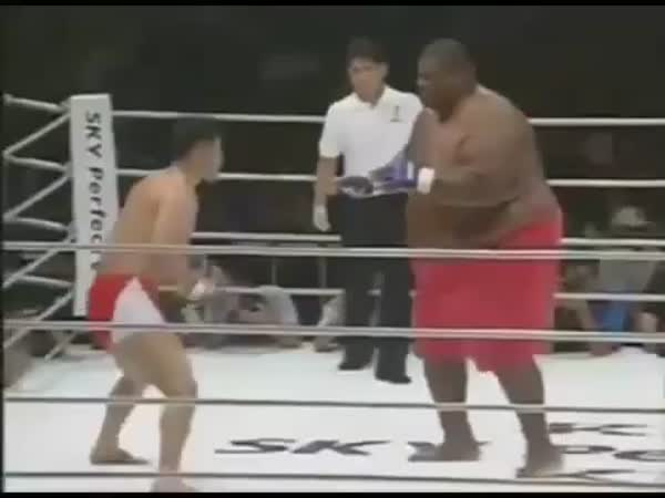 Děsivý boj - 300kg vs. 75kg