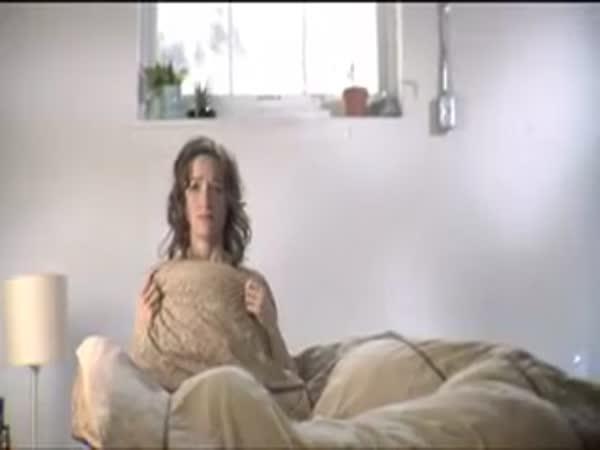 Ranní probuzení ženy v cizím
