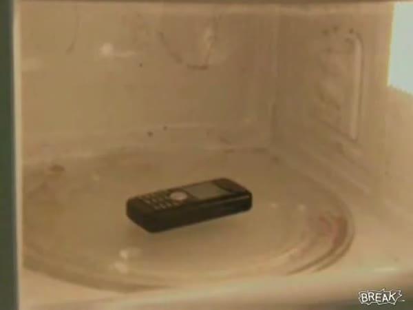 Mobil v mikrovlnce