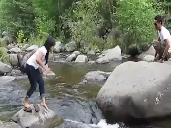 Přeskakování řeky