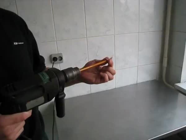 Jak ořezat tužku pomocí vrtačky