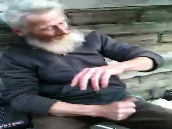Talentovaný bezdomovec a lžičky