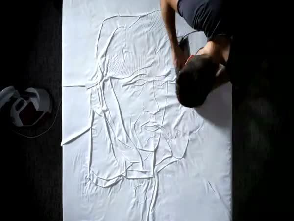 Muž žehlí - umění