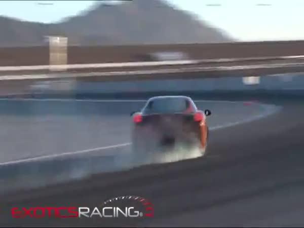 Modelka vs. zrychlení ve Ferrari 458