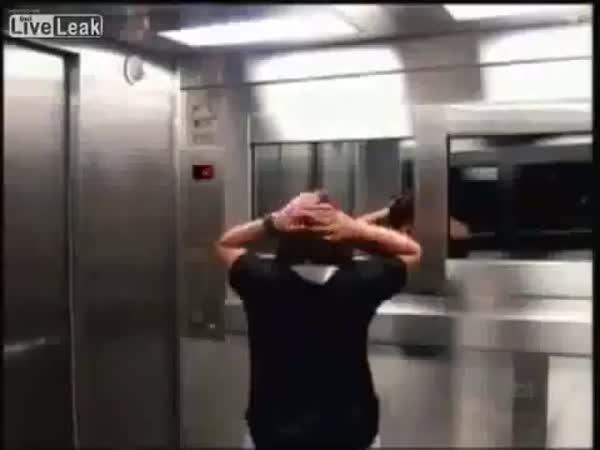 Nachytávka - Strašidelný výtah
