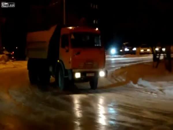 Šílený drift s náklaďákem