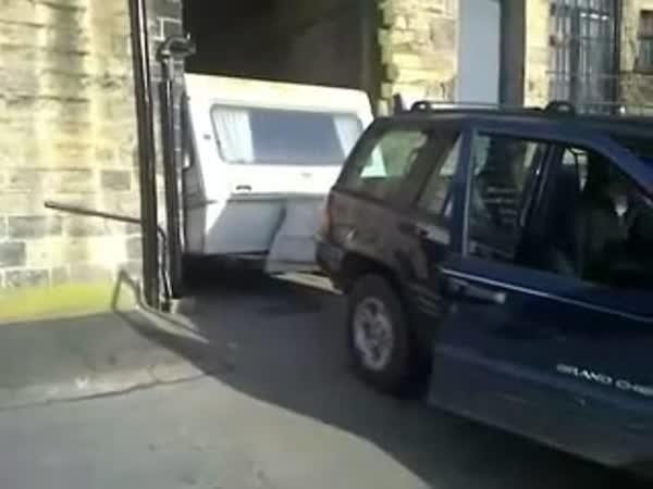 Zaseknutý karavan