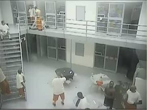 Rvačka vraha a pozůstalého ve vězení