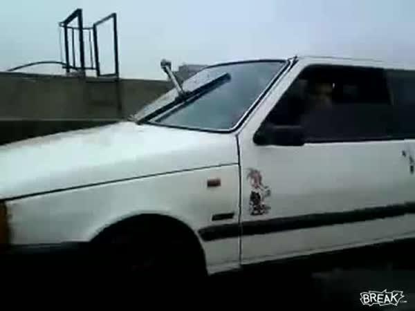 Idiot - Auto bez stěračů
