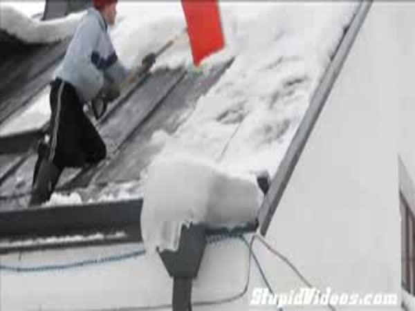 Jak nesundávat sníh ze střechy