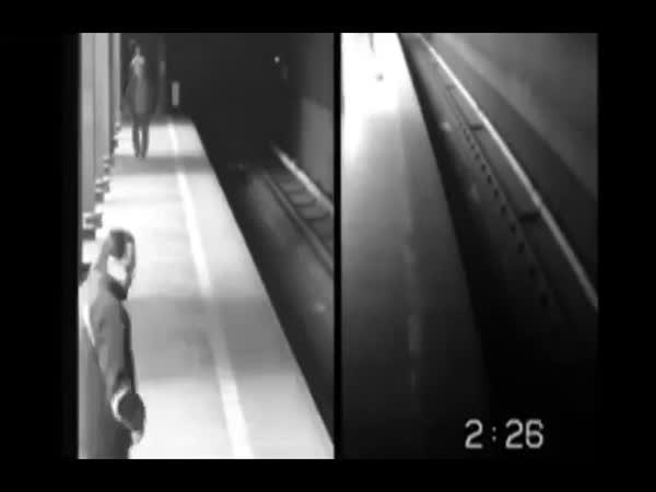 Česká republika - Žena spadla pod metro