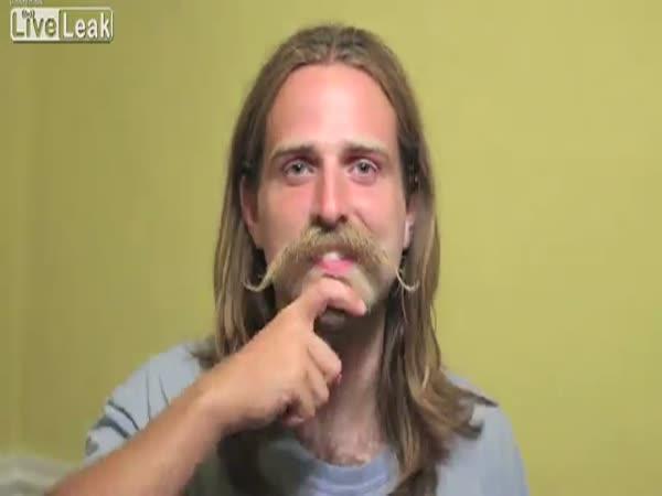 Stříhání a holení pozpátku