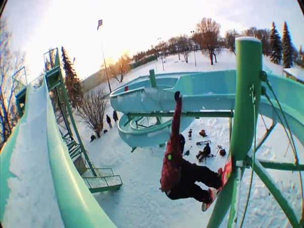 Snowboardisti řádí ve městě