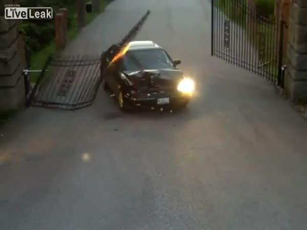 Auto vs. automatická brána
