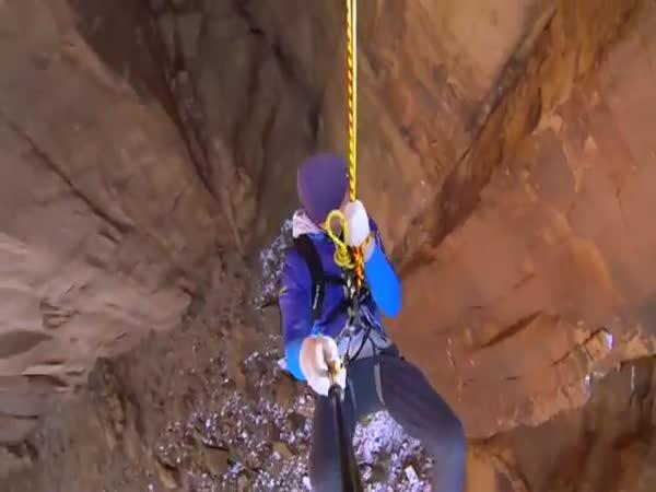 Adrenalinová houpačka v kaňonu