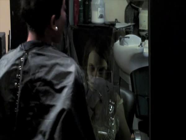 Nachytávka - duch v kadeřnictví