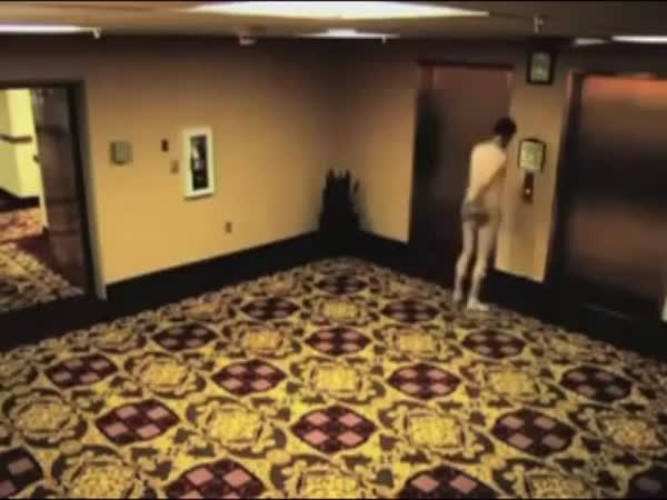Zabouchnutý klíč od hotelového pokoje