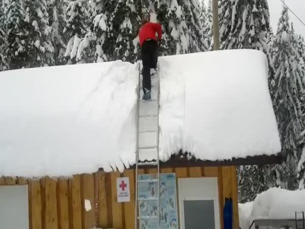 Jak nesundávat sníh ze střechy #2
