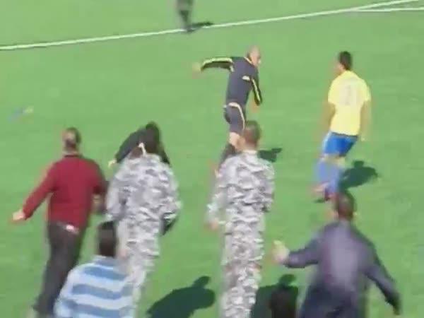 Hon na fotbalového rozhodčího v Libanonu