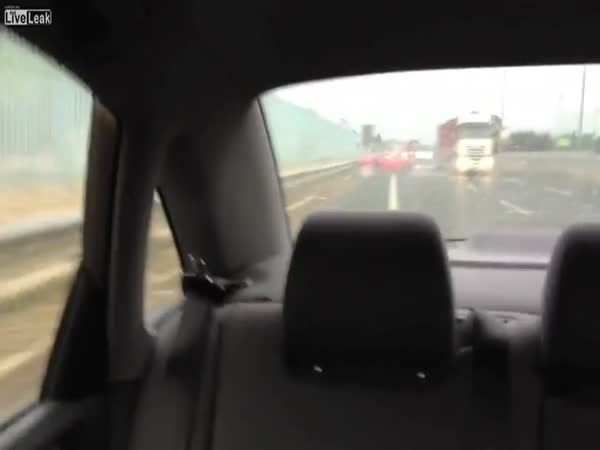 Bouračka Ferrari na dálnici