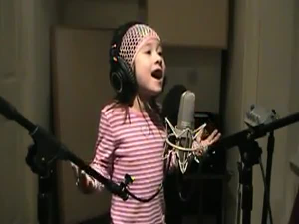 Hymna USA v podání malé holčičky