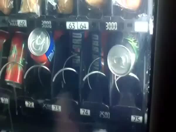 NÁVOD - jak dostat plechovky z automatu