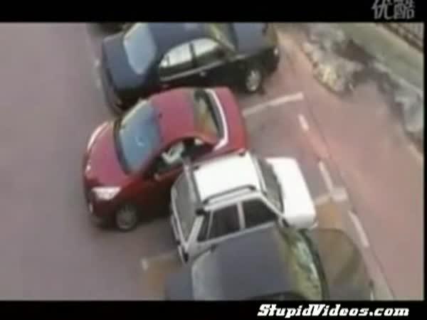 Parkování - Frajerka si moc dobře poradila