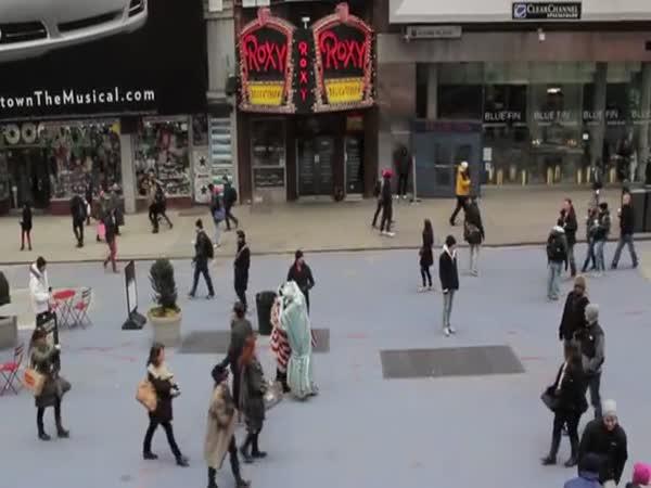 Nachytávka - Times Square pozpátku