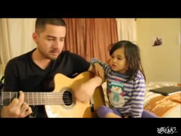Domácí kapela - taťka s dcerkou