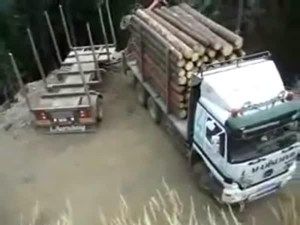Otočení náklaďáku na místě