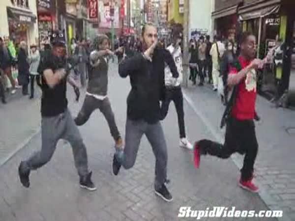 Pouliční tanečník v Japonsku