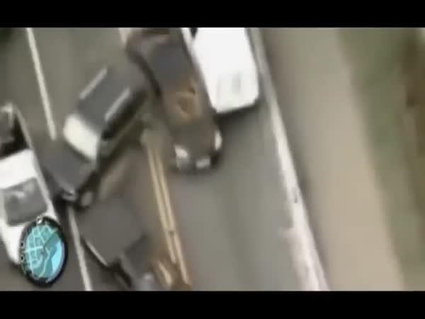 Šílenec v autě ujíždí policii