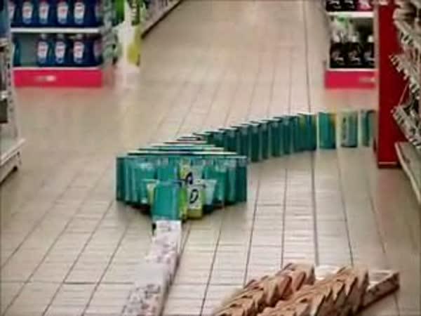 Domino v supermarketu
