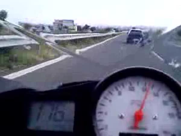 Překvapení motorkáře