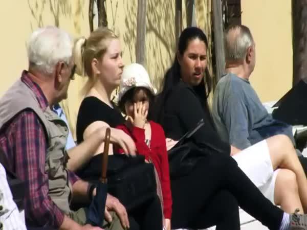 Ztracená holčička v ulicích Prahy