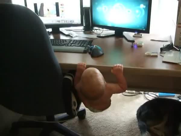Posilující miminko